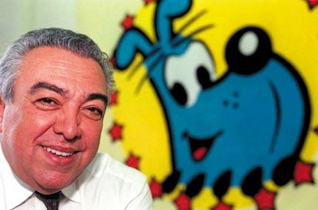 Mauricio de Sousa está ao lado de um desenho do personagem Bidu