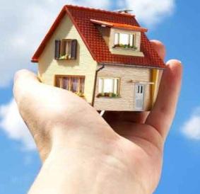 casa está nas palmas da mão de uma pessoa