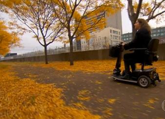 Foto de uma cadeirante em Montreal, no Canadá