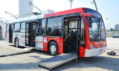 Foto de um ônibus acessível