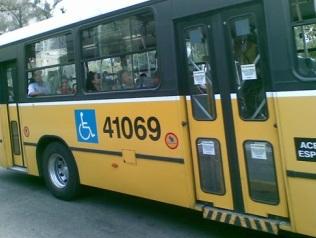 Foto de um ônibus adaptado