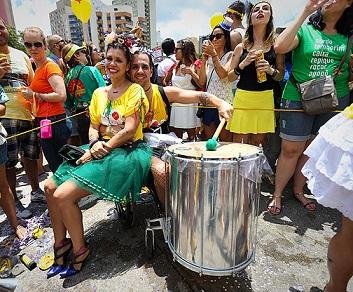Foto de Rodrigo e Alline no bloco