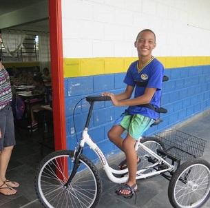 Foto de Raphael em sua bicicleta