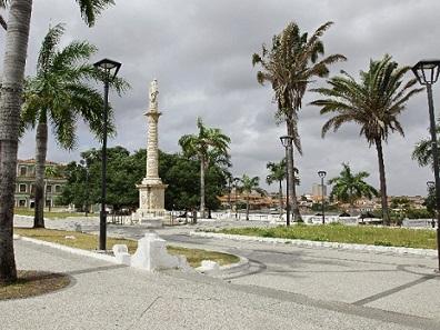 Foto da praça Gonçalves Dias, em São luís