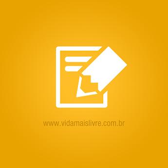 Foto de um caderno branco em fundo amarelo