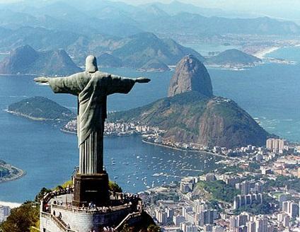 Foto do Cristo Redentor de costas com o Rio de Janeiro ao fundo