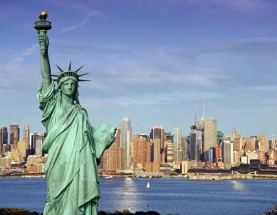 Foto da Estátua da Liberdade com Manhattan ao fundo