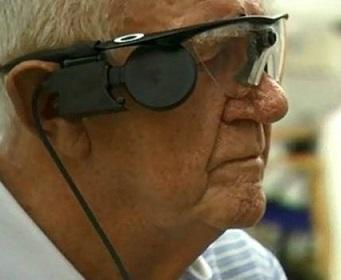 Foto de Ray com seu óculos