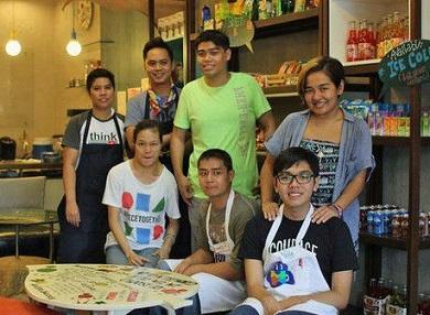 Foto de funcionários do Puzzle Café
