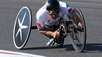 Alessandro Zanardi compete durante os Jogos Paralímpicos de Londres