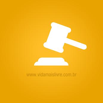 Ícone que representa martelo de juiz, em fundo amarelo.