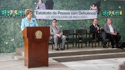 Dilma discursa durante a sanção do Estatuto da Pessoa com Deficiência