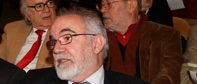 Ministro Vieira da Silva sentado em sessão da assembleia