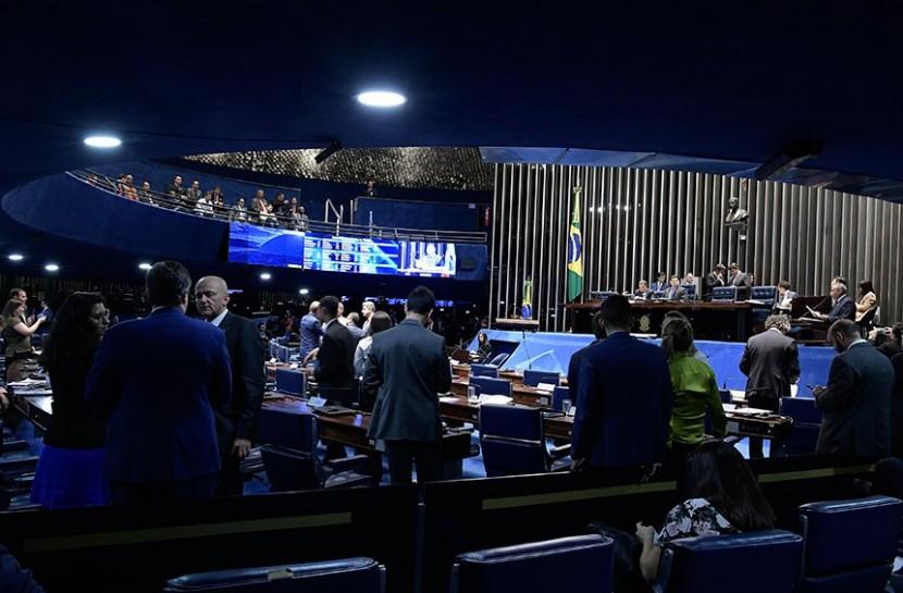 Foto do interior do salão do Plenário do Senado Federal, em Brasília.